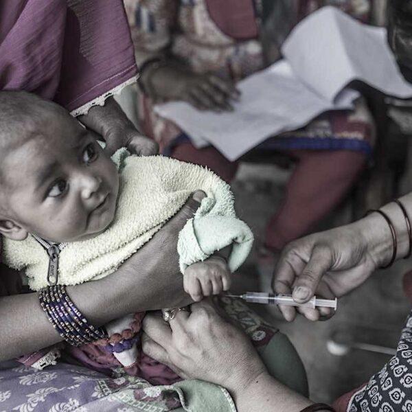 India: 17 niños muertos y más de 2 mil afectados por el síndrome inflamatorio multisistémico debido a la vacuna COVID