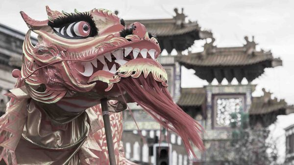 China da un giro anticapitalista