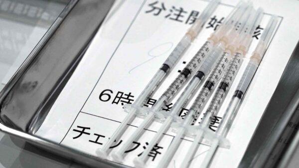Japón suspende la vacuna Covid de Moderna tras detectar otro millón de dosis contaminadas, lo que eleva el total a 2,6 millones