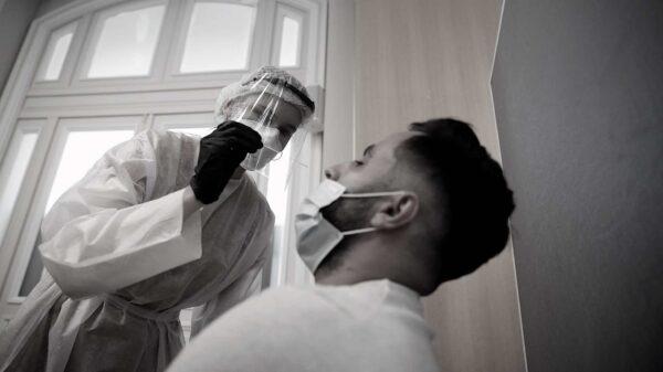 En EEUU, los pacientes y médicos no tienen permiso legal para saber qué supuesta 'variante' de COVID se contrajo