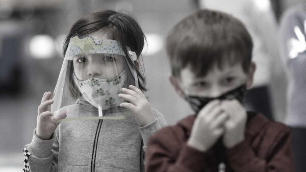 Las mascarillas hacen 'más daño a los niños' que el COVID, advierte la Academia Belga de Medicina